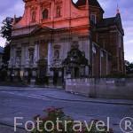 Fachada barroca de la iglesia jesuita de los Santos Pedro y Pablo. (1596/ reconstruida en 1605). Posee una verja con figuras de los doce apostoles. CRACOVIA. Polonia
