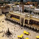 El Mercado de Paños en el centro de la Plaza Mayor del Mercado. Trazada en 1257 es una de las más grandes de Europa. CRACOVIA. Polonia