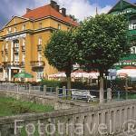 Hoteles de madera coloridos en la ciudad balneario de KRYNICA. Zona de Malopolska. Polonia