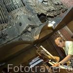 El reconocido organista Joachim Grubich tocando en la iglesia de Sta. Maria Inmaculada s.XIII- XIV. Gotica. CHELMNO. Polonia (MR.079)
