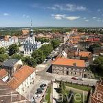 La ciudad de CHELMNO vista desde la iglesia de Sta. Maria Inmaculada s.XIII- XIV. Gotica. Al fondo el edificio del ayuntamiento. CHELMNO. Polonia