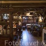 Interior del restaurante Karczma Mlynska junto al rio Brda. Ciudad de BYDGOSZCZ. Polonia