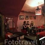 Interior del disco pub Teathre Wiczy. En el lateral del edificio del Ayuntamiento. Ciudad de TORUN. (Unesco). Kuyavia- Pomerania. Polonia