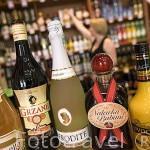 Tienda Vinpol, venta de licores y vinos. Ciudad amurallada de TORUN. (Unesco). Kuyavia- Pomerania. Polonia