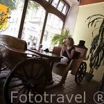 """Interior del restaurante """"Zaczarowana Dorozka"""". Centro historico de la ciudad de TORUN. Kuyavia- Pomerania. Polonia"""