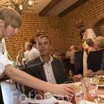 Almuerzo en el restaurante del castillo de Golub Dobrzyn. Poblacion de GOLUB DOBRZYN. Region de Kuyavia- Pomerania. Polonia