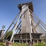 Dos de las 3 torres de gradacion de aguas salinas.Tiene 15,8mts de altura, utiliza ramas de enebro para filtrar el agua. Poblacion de TEZNIA. Region de Kuyavia- Pomerania. Polonia