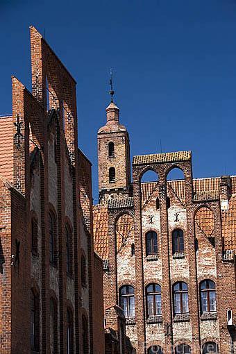 Convento de las hermanas de la Caridad San Vicente Paul y su torre con forma de botella. (s. XIII al XIV). Poblacion de CHELMNO. Region de Kuyavia- Pomerania. Polonia