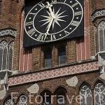 Detalle del reloj de la torre del Ayuntamiento. Centro historico de la ciudad de TORUN. Kuyavia- Pomerania. Polonia
