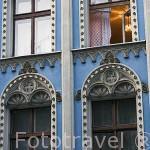 Fachada de un colorido edificio de estilo gotico. Centro historico de la ciudad de TORUN. Kuyavia- Pomerania. Polonia