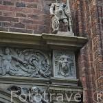 Detalle en la fachada de un edificio. Centro historico de la ciudad de TORUN. Kuyavia- Pomerania. Polonia