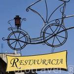 Detalle a la entrada del restaurante Zaczarowana Dorozka. Centro historico de la ciudad de TORUN. Kuyavia- Pomerania. Polonia