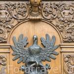 Aldaba en la puerta de la Casa de la Justicia en calle Mercado Largo. Ciudad de GDANSK. Polonia