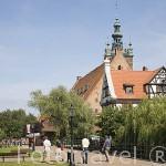 Torre de Santa Catalina al fondo y la Casa de los Artesanos. Ciudad de GDANSK. Polonia