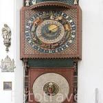 Reloj. Interior iglesia de Santa Maria. Ciudad de GDANSK. Polonia
