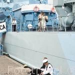 """Antiguo barco militar de la II Guerra Mundial """"Blyskawica"""" anclado en el muelle de GDYNIA y marineros. Mar Baltico. Polonia"""