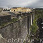 Dentro de un recinto amurallado se encuentra la Pousada de Sao Sebastiao. Acantilados sobre el mar. En la poblacion de Angra do Heroismo.Isla de TERCEIRA. Azores. Portugal