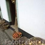 Hortalizas en la fachada del restaurante Quinta do Martelo (Sao Mateus). Angra do Heroismo. Isla de TERCEIRA. Azores. Portugal