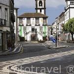 El edificio del Ayuntamiento preside la plaza. En Ponta Delgada. Isla de SAO MIGUEL. Azores. Portugal