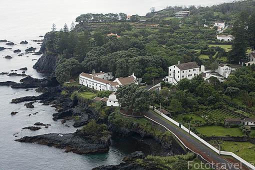 Mirador de Caloura y convento junto al mar. Este fue el primer asentamiento de la isla de SAO MIGUEL. Azores. Portugal