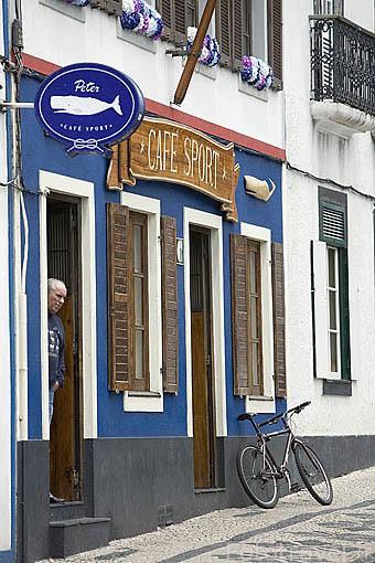 Fachada del restaurante / bar Cafe Sport, desde 1918. Sigue siendo centro de reunion de marineros. Poblacion de Horta. Isla de FAIAL