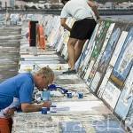 Muros cubierto por pinturas realizadas por marineros y una pareja.. Puerto deportivo de Horta. Isla de FAIAL. Azores. Portugal