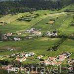 Vista desde el mirador de Nostra Senhora da Concepciao y vaca. Isla de FAIAL. Azores. Portugal