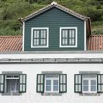 Casa de madera con tejado tipico. Pueblo de Lajes do Pico. Isla de PICO