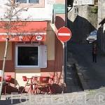 Bar y terraza en la calle del Duero. (Rua do Douro). Ciduad de OPORTO. Portugal