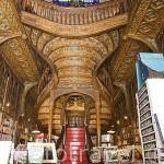 Interior de la antigua libreria Lello. Ciudad de OPORTO. Portugal