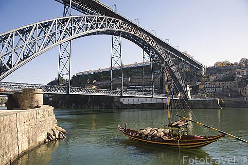 Puente de Luis I, sobre el rio Duero. Ciudad de OPORTO. Portugal