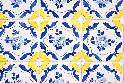 Azulejos en la fachada de una casa. Ciudad de OPORTO. Portugal