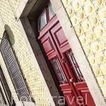 Azulejos en la fachada de una casa. Barrio de Ribeira. Ciudad de OPORTO. Portugal