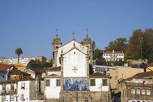 Casas junto al rio Duero. Ciudad de OPORTO. Portugal