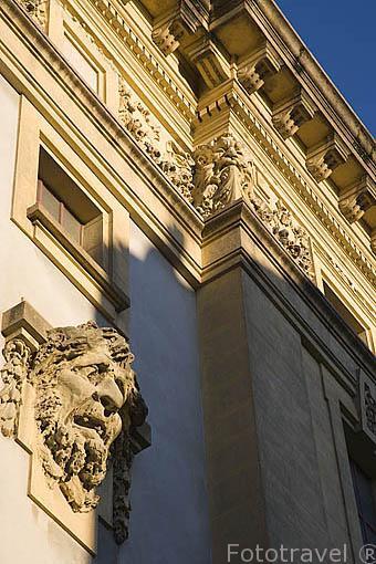 Fachada del edificio del Teatro Nacional. Ciudad de OPORTO. Portugal