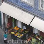 Fruteria en la rua Escura. Ciudad de OPORTO. Portugal