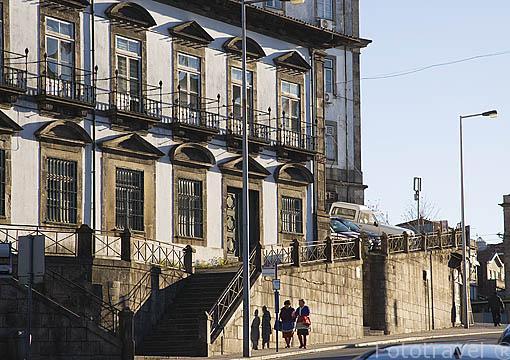 Rua de Saraiva de Carvalho y señoras. Ciudad de OPORTO. Portugal
