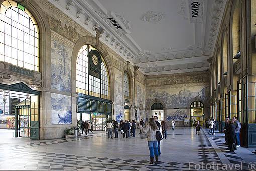 Estación de tren San Bento, de primeros del siglo XX. Ciudad de OPORTO. Portugal