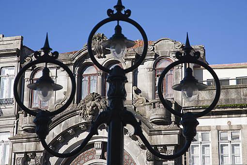 Edificios en la plaza de Almeida Garrett. Ciudad de OPORTO. Portugal