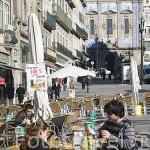 Terrazas en el plaza de Almeida Garrett. Ciudad de OPORTO. Portugal