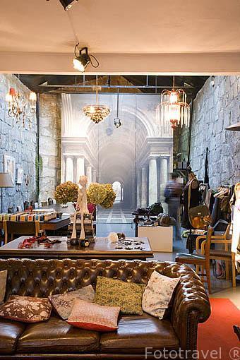 Tienda de ropa y diseño Muuda. Rua do Rosario 294. Ciudad de OPORTO. Portugal