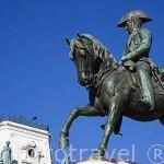 Escultura ecuestre de Pedro IV en la plaza da Liberdade. Ciudad de OPORTO. Portugal