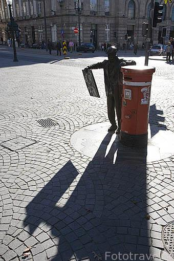Pequeña escultura en la plaza da Liberdade. Ciudad de OPORTO. Portugal