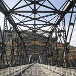 Puente sobre el rio Duero. Zona de Cima Corgo. Cerca de PINHAO. Portugal