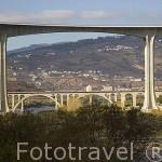 Puente sobre el rio Duero, cerca del pueblo de REGUA. Zona de Cima Corgo. Portugal