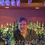 Sr. Jean Philippe Duhard en su tienda Vinología especializada en vino Oporto. Rua Sao Joao 46. Ciudad de OPORTO. Portugal