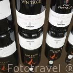 Diferentes variedades de vino Oporto para venta y degustación (White o Apitif / Tawny y Vintage). Quinta do Seixo. En VALENCA DO DOURO. Valle del Duero. Portugal