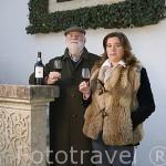 José Serpa Pimentel y su hija Catarina Serpa en su finca del s.XVI. El abuelo de José compro la finca en 1903. Son productores de vino Oporto Vintage. Quinta da Pacheca. Cerca de REGUA. Zona del Alto Douro.Valle del Duero. Portugal