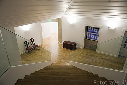 Escaleras de acceso al piso superior del hotel. Quinta La Pacheca. Cerca de la población de REGUA. Valle del Duero. Portugal