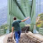 Via de ferrocarril y puente sobre el rio Duero. Cerca de la poblacion de REGUA. Valle del Duero. Portugal